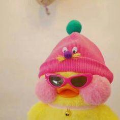 ive painted this pic before Cute Stuffed Animals, Cute Animals, Duck Wallpaper, Cute Ducklings, Pinturas Disney, Duck Toy, Cute Love Memes, Baby Ducks, Cute Toys
