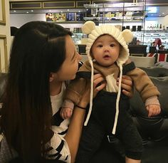korean baby with mom korean ulzzang asian cute bab Cute Asian Babies, Korean Babies, Asian Kids, Cute Babies, Korean Children, Star Children, Mother And Baby, Mom And Baby, Baby Kids