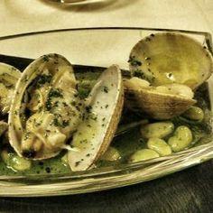 Almejas en Salsa Verde en Biscay.  Calientito y delicioso…