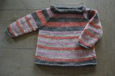 I'm totally in love with this little sweater made by Anne from www.hverkenfuglel...