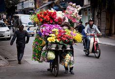 Flower+Vender+in+the+Old+Quarter%2C+Hanoi+-+Vietnam