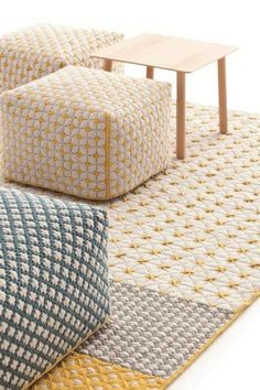 Pouf Design, Tapis Design, Küchen Design, Embroidery Bags, Embroidery Jewelry, Tapetes Diy, Fabric Rug, Contemporary Interior, Ottoman