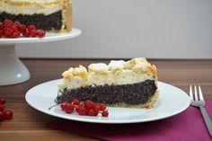 Dieser Mohn-Käsekuchen mit Streuseln vereint drei leckere Kuchen in einem! Mohnkuchen, Käsekuchen und Streuselkuchen. 🙂 Zugegeben, dieser Kuchen ist aufwändiger als manch andere Kuchen. Aber die Arbeit lohnt sich definitiv! Dadurch dass der Kuchen recht hoch und sättigend ist, entstehen auch mindestens 16 Stücke. Wundert euch nicht, dass der Anschnitt des Kuchens nicht so hübsch …Continue Reading...