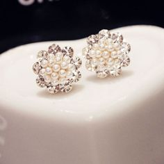 $14.99 USD Trendsetting Gorgeous Flower Dandelion Rhinestone Bead Studs Earrings