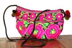 Particulièrement recherché pour son style harmonieux et ses couleur très féminines, ce sac à main de