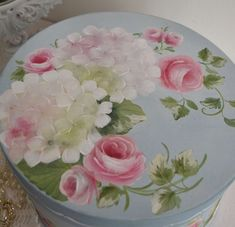 very shabby chic China Painting, Tole Painting, Fabric Painting, Painting & Drawing, Pottery Painting Designs, Paint Designs, Folk Art Flowers, Flower Art, One Stroke Painting