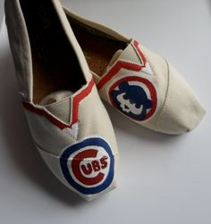 Chicago Cubs Customized Women's TOMS Hand by Solescreations