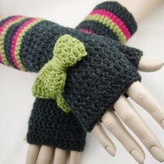 """Artsy Daisy Crochet: """"Shorties"""" Chunky Fingerless Gloves"""