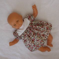 Petites fleurs pour les poupons de 30 cm Bitty Baby Clothes, Baby Dolls, Boutique, Face, Juliette, Dressing Room, Doll Shoes, Knits, Babydoll Dress Outfit