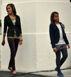 We are Family - First Lady Michelle Obama and Her Daughters Through the Years Michelle Obama, Barrack And Michelle, Meme Costume, Barack Obama Family, Malia Obama, Obama Daughter, First Daughter, Durham, Joe Biden