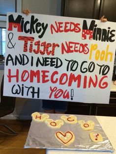 "a cute homecoming/dance asking idea! especial for a girl or guy who likes disney! ""Mickey needs Minnie and tigger needs pooh and I need to go to homecoming with you! Cute Homecoming Proposals, Homecoming Dance, Homecoming Ideas, Prom Posals, Homecoming Posters, Formal Proposals, Disney Homecoming, Prom Poster Ideas, Best Prom Proposals"