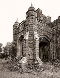 GWYNFRYN PLAS, Llanystumdwy,  Used to pretend i was a princess in a carriage arriving at the gatehouse of this grand but derelict building.