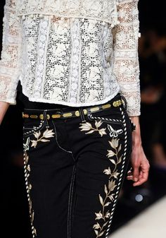 Embroidered pants with midriff Lace Top. Fashion Pants, Boho Fashion, Womens Fashion, Mexican Fashion, Looks Street Style, Embellished Jeans, Mexican Dresses, Winter Mode, Cowgirl Style