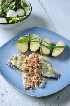 Zeebaars met preisaus en garnalen http://www.njam.tv/recepten/zeebaars-met-preisaus-en-garnalen