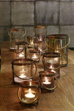 Ihr seid auf der Suche nach ganz besonderen Windlichtern für eure Tischdeko zu Silvester? Wie wäre es denn mit dieser tollen Variante? Leicht rustikal mit gedunkeltem Glas. Zaubert euch ein edles Ambiente auf eurer Tafel.