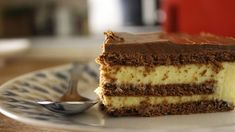 I am in love with this dessert! Ingredients: packets instant vanilla pudding mix milk whipping cream packets chocolate biscuits p. Greek Sweets, Greek Desserts, Pudding Desserts, Party Desserts, Greek Recipes, Eclair Cake Recipes, Tasty Videos, Eclairs, Sweets Recipes