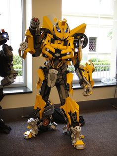 Amazing. Epic Cosplay Costume That Is Better Than The Original. I can't fathom the expense put into that outfit.