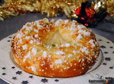 How to make a Roscón de Reyes tender, fluffy and delicious, eight recipes for you to choose your favorite - The only thing necessary to make a good Roscón de Reyes is to feel like enjoying a portion of swee - Authentic Mexican Recipes, Mexican Dinner Recipes, Spanish Desserts, Donuts, Hispanic Kitchen, Pozole, Sweet Bread, Bagel, Good Food