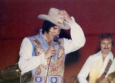 "May 29 1976  Myriad Center Arena, Oklahoma City, Oklahoma  8:30PM-The crowd was 15,300  wore the ""Blue egyptian bird"" suit with original belt."