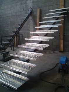 You will cherish these amazing loft stairs ideas, they are inventive and clear. Staircase Handrail, Iron Staircase, Modern Staircase, Staircase Design, Steel Stairs, Loft Stairs, House Stairs, Stair Elevator, Tree House Plans
