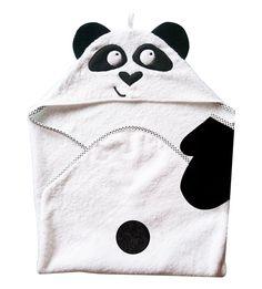 **Paola, la sortie de bain Panda pour garder bébé bien au chaud.**  Motifs en polaire brodé sur une éponge blanche **100%coton** Gant de toilette assorti : face blanche & face noire  Finition...