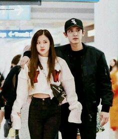 Kpop Couples, Cute Couples, Songsong Couple, Bts Girl, Park Chanyeol Exo, Blackpink And Bts, Fan Edits, Ulzzang Couple, Park Chaeyoung