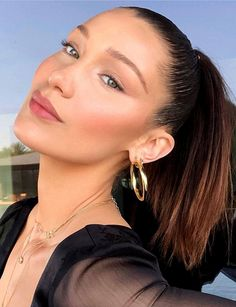 Bella hadid summer natural makeup look. I love this light, neutral kind of makeup specially for day time.