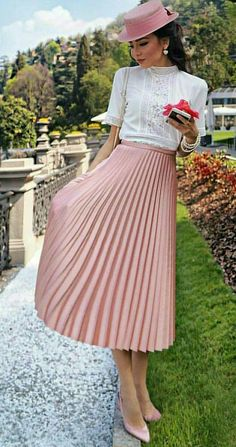 Pleated Skirt Outfit, Pleated Skirts, Blouse And Skirt, Gathered Skirt, Skirt Outfits, Dress Skirt, Cool Outfits, Meeting Outfit, Formal Blouses