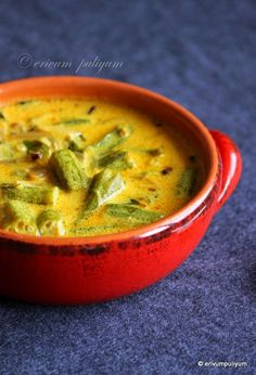 Vendakka paal curry is a Kerala speciality,mildly spiced coconut milk based curry that goes well with rice.This tastes similar to okra stew. Okra Curry, Okra Stew, Veg Curry, Vegetable Curry, Okra Recipes, Fried Fish Recipes, Curry Recipes, Vegetarian Recipes, Paneer Recipes