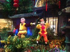 To celebrate the Chinese New Year, the Bellagio organized a special exhibition in the Conservatory. //  Pour célébrer le nouvel an chinois, le Bellagio a organisé une exposition dans son jardin d'hiver.