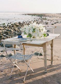 Beach Sweetheart Table | Photo by Jose Villa