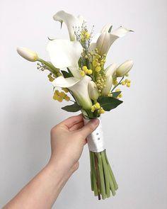 이미지: 꽃, 식물 Bouquet Wrap, Hand Bouquet, Wedding Favors, Wedding Bouquets, Chic Wedding, Wedding Day, Flower Decorations, Wedding Decorations, Flowers For Everyone