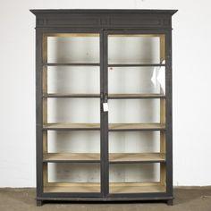 Svart vitrinskåp med glasvägg, Olsson Fade Color, Minimalist Interior, Provence, Bookcase, Wall Decor, Shelves, Colours, Interior Design, Home Decor