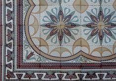 Oude vloeren zijn onze specialiteit. Grootste collectie van Europa. Antieke vloeren. Quilts, Blanket, Rugs, Home Decor, Farmhouse Rugs, Decoration Home, Room Decor, Quilt Sets, Blankets