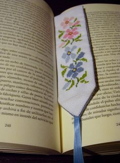 PUNTO LECTURA - 2 by mamaquehaces, via Flickr