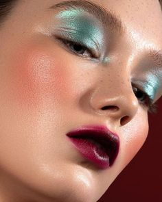 The colors you choose for your eye shadow must either match the shade of your eyes or provide a contrast to it. If your eyes are blue, then blue eye shadow would definitely work flawlessly for you. Makeup Goals, Makeup Inspo, Makeup Art, Makeup Inspiration, Makeup Tips, Eye Makeup, Hair Makeup, Makeup Ideas, Bronze Makeup Look