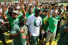 2001 UO Football Team honored at Sept 13, 2014 vs Wyoming. Courtesy Eric Evans Photography #GoDucks