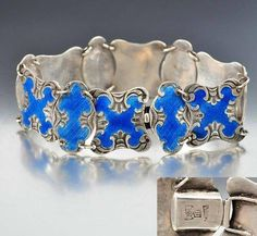 Superb late 19th century antique Chinese bracelet in sterling silver with hand applied and fired blue enamel. This rare specimen has ornate scalloped links with