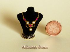 Dollhouse jewelry 1:12 scale, bust display with a luxurious necklace, dollhouse miniature artisan, miniature jewelry 12th.