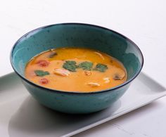 Spicy Thai soup with rice on white background Spicy Thai Soup, Lchf, Cheeseburger Chowder, Thai Red Curry, Low Carb, Fruit, Ethnic Recipes, Food, Rice