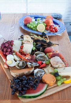 Want to make your next Charcuterie Platter a bit more fancy? Add a bunch of mixed seafood to the charcuterie platter! A perfect date night dinner! Easy Dinner Party Recipes, Dinner Party Menu, Potluck Recipes, Casual Dinner Parties, Date Night Dinners, Charcuterie Platter, Glamping, Main Dishes, Seafood