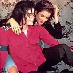 michael jackson and lisa marie presley thay  ❤ Each other so much !( What happend  ,but I  ❤them still )