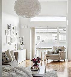 Kommande försäljning - Trivsam 2:a med högt i tak på Norra lysevägen 7. ————————————————————— #svenskfast #svenskfaststorgoteborg #homedecor #finahem #hem #detaljer #instainspo #homestyling #interiors #vardagsrum #decor #interior #göteborg #livingroom #in