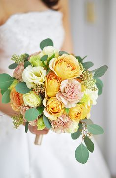 Discover more about wedding arrangements fall Click the link for more information. Yellow Bouquets, Fall Bouquets, Bride Bouquets, Arch Flowers, Bridal Flowers, Wedding Flower Arrangements, Floral Arrangements, Pallet Wedding, Wedding Officiant