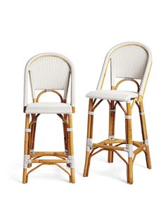 Pretty casual stools in white and wood are both safe, organic and comfortable.