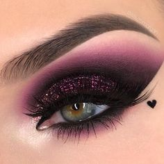 The smokey eye makeup is a timeless classic. Check out some of the best smokey eye makeup looks and ideas from the big and bold, to the soft and subtle. Makeup Eye Looks, Beautiful Eye Makeup, Eye Makeup Art, Colorful Eye Makeup, Creative Eye Makeup, Colorful Eyeshadow, Easy Makeup, Makeup Drawing, Bright Eyeshadow