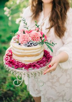 Fresh flowers on a cake is the perfect finishing touch to any Summer celebration! Pretty Cakes, Beautiful Cakes, Cupcakes, Cupcake Cakes, Sheet Cake Designs, Garden Bridal Showers, Naked Cake, Afternoon Tea Parties, Party Entertainment