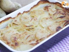 A simple potato gratin that is simply melting in your mouth. Have you never heard that French cuisine is just the best ? Raclette Fondue, French Potatoes, Fast Low Carb, Diet Dinner Recipes, Low Carb Maven, French Dishes, Sunday Meal Prep, Side Recipes, Food Inspiration