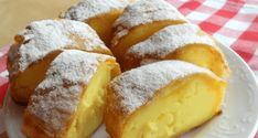 Meni bolja i od krempite! Jako jednostavna, mirisljava i fina! Donut Recipes, Cake Recipes, Dessert Recipes, Austria Food, Croatian Cuisine, Macedonian Food, Delicious Desserts, Yummy Food, Kolaci I Torte