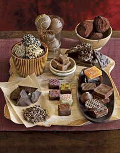 Take your favorite chocolate dessert recipes from the delicious to the transcendent with finely crafted chocolates. Artisan Chocolate, Chocolate Shop, Chocolate Gifts, How To Make Chocolate, Chocolate Making, Chocolates, Matcha, Chocolate Candy Recipes, Delicious Chocolate